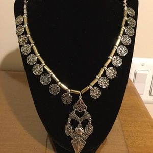 Jewelry - Silver medallion necklace